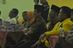 Ketua DPD Golkar kubu Agung Laksono, Sutomo (paling kanan) duduk bersama calon wakil bupati yang diusung PDIP, Said Hidayat, dan tokoh PDIP Boyolali, Seno Kusumoharjo, di sela-sela halalbihalal Golkar Kepengurusan Sutomo, di Gedung PKPN Boyolali, Sabtu (15/8/2015). (JIBI/Solopos/Hijriyah Al Wakhidah)
