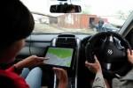 Ilustrasi pengendara mobil pengguna peta digital (globaltimes.com)