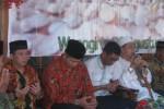 (Dari kiri ke kanan) Pasangan Cawabup Wonogiri, Edy Santoso dan Cabup Wonogiri, Joko Sutopo duduk berdampingan dengan Wabup Wonogiri yang juga Dewan Pembina DPC Partai Gerindra Wonogiri, Yuli Handoko dan KH Abdul Aziez Mahfuf, Ketua MUI Wonogiri di acara Deklarasi Relawan Bintang Sembilan di rumah Slamet Triyanto, Dusun Brubuh, Desa Ngadirojo Lor, Kecmaatan Ngadirojo, Kabupaten Wonogiri, Sabtu (29/8/2015). (JIBI/Solopos/Trianto Hery Suryono)