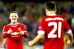Pemain Manchester United Ander Herrera berselebarasi bersama Wayne Rooney seusai menciptakan gol keempat ke gawang Brugge. JIBI/Reuters/Carl Recine