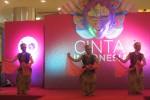 Tiga penari dari Sanggar Tari Semarak Candra Kirana Solo tampil dalam pre event Solo International Performing Arts (SIPA) 2015 di Atrium The Park Solo Baru, Sabtu (29/8/2015). Mereka menampilkanTari Golek Tirto Kencono. (Ayu Abriyani K.P./JIBI/Solopos)