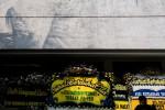 Sejumlah karangan bunga diletakkan di depan Kantor Pusat Trigana Air Service, Jakarta, Selasa (18/8/2015). Trigana Air dinyatakan hilang kontak pada Minggu (16/8/2015) sore dan ditemukan hancur setelah menabrak Gunung Tangok di Kabupaten Pegunungan Bintang, Papua. (JIBI/Solopos/Antara/Rosa Panggabean)