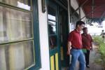 Eka Aryawan (kiri), pemilik lahan kekancingan sekaligus penggugat lima pedagang kaki lima (PKL) Gondomanan seusai menghadiri panggilan oleh tim kuasa hukum Kraton Yogyakarta di Kagungan Dalem Pracimasono, Komplek Kraton Yogyakarta, Sabtu (26/9/2015). Menurut kuasa hukum Kraton Yogyakarta, Pemanggilan tersebut bertujuan untuk mengklarifikasi persoalan. (JIBI/Harian Jogja/Gigih M. Hanafi)