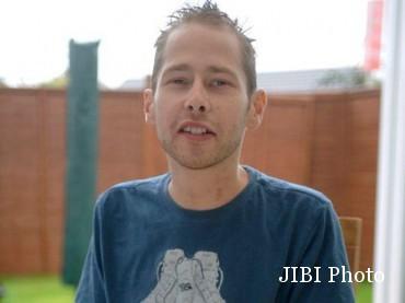 Lee, pria yang berhasil bertahan hidup usai operasi cangkok jantung. (mirror.co.uk)