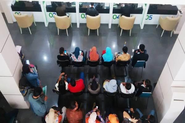Suasana antrian pencairan dana JHT di Gedung BPJS Ketenagakerjaan Jogja, Jumat (4/9/2015). (JIBI/Harian Jogja/Abdul Hamied Razak)