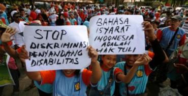 Pawai peringatan Hari Tuna Rungu Se-Dunia di Kediri, Minggu (27/9/2015). (JIBI/Solopos/Antara/Prasetia Fauzani)