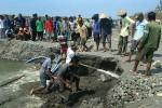 Penambang Tak Mau Rugi, Material Ditumpuk di Tengah Sungai
