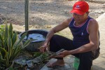 Suwartono, salah satu tukang jagal musiman di Desa Sukoreno, Kecamatan Sentolo, sedang mengasah pisau, Jumat (4/9). Wilayah tersebut dikenal sebagai Kampung Jagal karena ada ratusan warga yang punya pekerjaan sampingan sebagai tenaga penyembelih sapi setiap perayaan hari raya Idul Adha. (JIBI/Rima Sekarani I.N./HarianJogja)