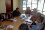 Dua orang anggota Panwaslu Sragen berdialog dengan para aktivis Banteng Liar Sukowati di Kantor Panwaslu Sragen, Kamis (3/9/2015). (JIBI/Solopos/Tri Rahayu)