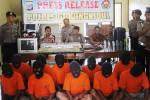 Kabag Ops Polres Gunungkidul Kompol Eddy Sugiharto (tengah) saat memaparkan ungkap kasus selama Agustus di Mapolres Gunungkidul, Jumat (4/9/2015). (JIBI/Harian Jogja/David Kurniawan)