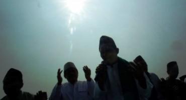 Kiai dan santri Ponpes Bahrul Ulum berdoa seusai sujud syukur di Tambakberas, Jombang, Jawa Timur, Kamis (22/10/2015). (JIBI/Solopos/Antara/Syaiful Arif)