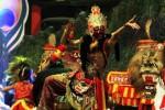Penari reog Ponorogo beraksi pada malam penutupan Festival Reog Nasional XXII di Alun-Alun Ponorogo, Selasa (13/10/2015) malam. (JIBI/Solopos/Antara/Destyan Sujarwoko)