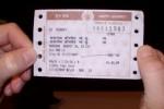 Ilustrasi mengunggah foto tiket perjalanan (Theplanetd.com)