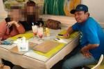 FOTO GAYUS TAMBUNAN : Gayus Antara Restoran dan Mobil, Amati Persamaan Dua Foto Ini!