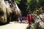 Sejumlah pelajar dari seluruh Kecamatan Panjatan menyerbu kawasan Taman Tirta Wiyata Gua Kebon di Dusun VII Krembangan, Desa Krembangan, yang mulai resmi dilaunching, Kamis (8/10/2015). (Harian Jogja/Holy Kartika N.S)