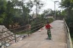 INFRASTRUKTUR DESA : Jembatan Penghubung Antardesa di Grogol Rawan Ambrol