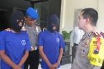 Kapolres Wonogiri AKBP Akbar WIndro Panggabean menanyai kedua tersangka pencabulan di Giritontro, Wonogiri, Selasa (24/11/2015). (Trianto Hery Suryono/JIBI/Solopos)