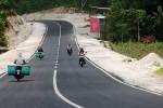 Sejumlah pengendara motor melintas di Jalur Jalan Lintas Selatan yang ada Desa Monggol, Saptosari. Foto diambil beberapa waktu lalu. (JIBI/Harian Jogja/David Kurniawan)