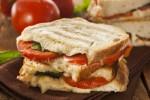 Sandwich tomat keju (Boldsky.com)