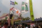 Bendera PPP berlambang kabah berkibar di antara bendera partai pendukung pasangan calon Pilkada Suharsono-Abdul Halim Muslih di acara kampanye terbuka Minggu (29/11/2015) di lapangan Ringinharjo, Bantul. PPP secara resmi merupakan partai pendukung paslon Sri Suryawidati-Misbakhul Munir. (JIBI/Harian Jogja/Bhekti Suryani)