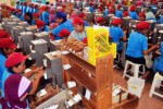 Buruh linting mitra produksi sigaret PT H.M. Sampoerna di Bojonegoro, Kamis (29/10/2015). (JIBI/Solopos/Antara/Aguk Sudarmojo)