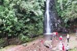 Lokasi wisata Air Terjun Parangijo, di Dusun Munggur, Desa Girimulyo, Ngargoyoso, Karanganyar tampak bersih. Pengelola yang juga warga setempat menjaga objek wisata alam tersebut dari tangan-tangan jahil dan menempatkan beberapa fasilitas tong sampah di lokasi. (Mariyana Ricky P.D/JIBI/Solopos)