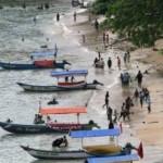 WISATA TRENGGALEK : Ribuan Wisatawan Banjiri Pesisir Trenggalek