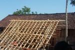 Rumah korban angin kencang di Bojonegoro, Jawa Timur. (JIBI/Solopos/Antara/Slamet Agus Sudarmojo)