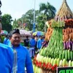 Warga mengikuti memperingati Maulid Nabi Muhammad SAW di Kota Madiun, Jawa Timur dengan arak-arakan, Kamis (24/12/2015). (JIBI/Solopos/Antara/Fikri Yusuf)