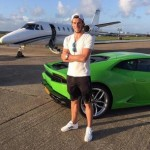 Gareth Bale bersama Lamborghininya. (Twitter.com @Garethbale11)