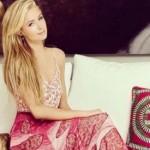 KABAR ARTIS : Untuk Berselfie, Paris Hilton Bikin Smartphone Case