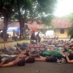 Puluhan anggota bonek di halaman belakang Mapolres Sragen, Sabtu (19/12/2015). (Tri Rahayu/JIBI/Solopos)