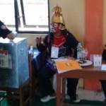 FOTO PILKADA 2015 : Ada Buta Layani Pemilih Pilkada Ngawi