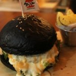 Cheese chicken charcoal bun with cheese sauce (Mariyana Ricky P.D/JIBI/Solopos)