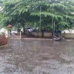 Hujan deras di depan Griya Harian Jogja, Jalan AM Sangaji, Jetis Jogja. (Nina Atmasari/JIBI/Harian Jogja)