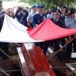 Suasana pemakaman salah satu korban jatuhnya pesawat T-50i Golden Eagle, Letkol (Pnb) Marda Sarjono di Taman Makam Pahlawan (TMP) Kota Madiun, Jawa Timur (Jatim), Senin (21/12/2015) pagi. (Irawan Sapto Adhi/JIBI/Madiunpos.com)