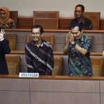 Empat dari lima pimpinan KPK terpilih (depan, kiri ke kanan) Irjen Pol. Basaria Panjaitan, Alexander Marwata, Saut Situmorang, dan Laode Muhammad Syarif mengikuti Rapat Paripurna di Kompleks Parlemen Senayan, Jakarta, Jumat (18/12/2015). Paripurna tersebut mengesahkan lima pimpinan KPK terpilih seusai menjalani uji kelayakan dan kepatutan oleh Komisi III DPR. (JIBI/Solopos/Antara/Hafidz Mubarak)