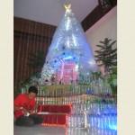 NATAL 2015 : Pohon Natal di Sukoharjo Ini Dibikin dari 1.000 Botol Bekas