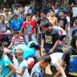 Sebar Udikan merayajan Maulid nabi Muhammad SAW di Desa Kedondong, Kebonsari, Kabupaten Madiun, Jawa Timur, Kamis (24/12/2015). (Irawan sapto Adhi/JIBI/Madiunpos.com)