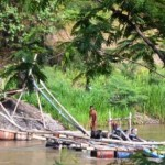 Penambang pasir mekanik beroperasi di bantaran Sungai Brantas, wilayah Desa Jeli, Kecamatan Karangrejo, Kabupaten Tulungagung, jatim, Senin (14/12/2015). (JIBI/Solopos/Antara-Istimewa)