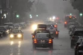 Ilustrasi mobil dalam hujan. (Istimewa)