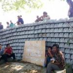 FASILITAS UMUM SRAGEN : Lapangan Turi Dipenuhi Bantalan Rel, Warga Turi Berunjuk Rasa