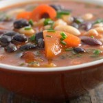 Sup kacang hitam (Boldsky.com)