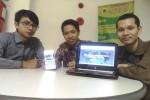 Tiga Mahasiswa UGM, Muhammad Nuriy Nuha Naufal, Ibnu Mahmudin dan Nanang Makfi yang menemukan dokterhewanku.com saat menunjukkan website dokterhewanku.com di Kampus UGM, Senin (4/1/2015). (Joko Nugroho/JIBI/Harian Jogja)