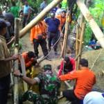 KISAH TRAGIS : 9,5 Jam Terjebak di Dasar Sumur, Toiri Berhasil Dievakuasi