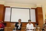 Kiri ke kanan: Dekan Fakultas Kedokteran Unpad Dr. Yoni Fuadah Syukriani, dr., MSi., Sp.F., DFM, Rektor Unpad, Prof. Dr. med. Tri Hanggono Achmad, Wakil Rektor Bidang Akademik dan Kemahasiswaan Unpad, Dr. Arry Bainus, MA., serta Direktur Pendidikan Unpad, Prof. Dr. Budi Setiabudiawan, dr., Sp.A-K., M.Kes. (unpad.ac.id)