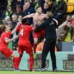 Jurgen Klopp saat merayakan gol bersama para pemain (Dailymail.co.uk)