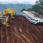 Polisi menjaga lokasi groundbreaking pembangunan Kereta Cepat Jakarta-Bandung di Cikalong Wetan, Bandung Barat, Jawa Barat, Kamis (21/1/2016). (JIBI/Solopos/Antara/Hafidz Mubarak A.)