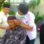 Sejumlah warga memanfaatkan layanan berhenti merokok di Universitas Islam Batik (Uniba) Solo. (Septhia Ryanthie/JIBI/Solopos)