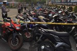 Ratusan sepeda motor yang terlibat dalam aksi balap liar diamankan di Mapolres Ngawi, Jatim, Senin (18/1/2016). (Facebook-Satlantas Polres Ngawi)
